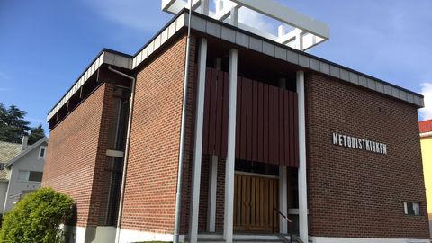 Kirkebygget med utsmykning